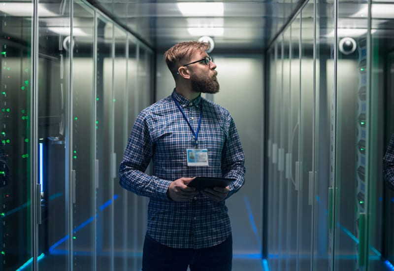 Network Engineer monitoring server data center